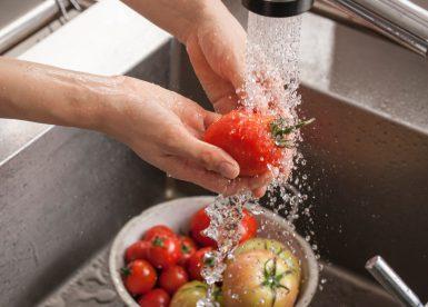 食器洗いの時にも水が横に飛び散ることがないので大変便利です。